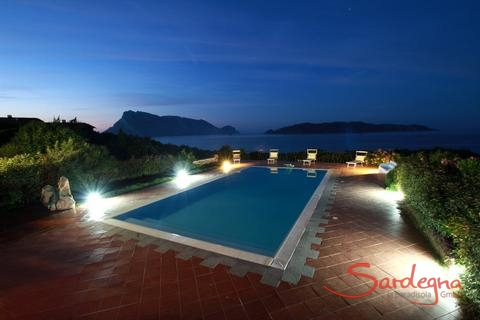 Prive pool of the villa by night