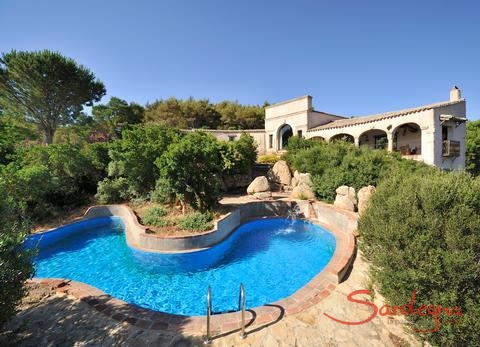 Villa Is Molas Monte mit Privatpool