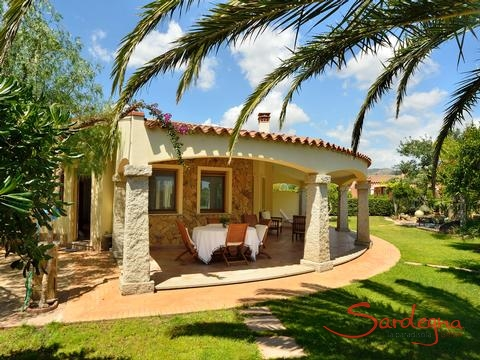 Villa with a groomed garden and a beautiful terrace