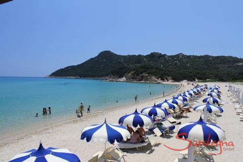 Cala Sinzias, Beach