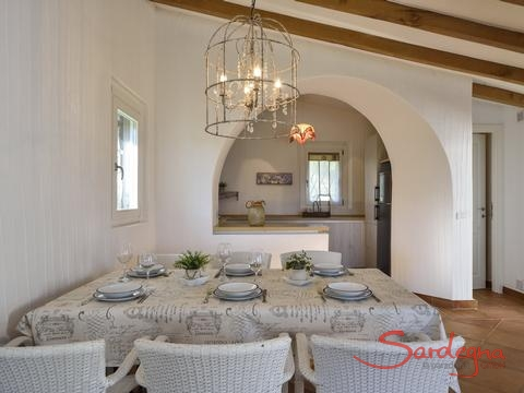 Dining area with a view to the open kitchen, hidden behind the round arch