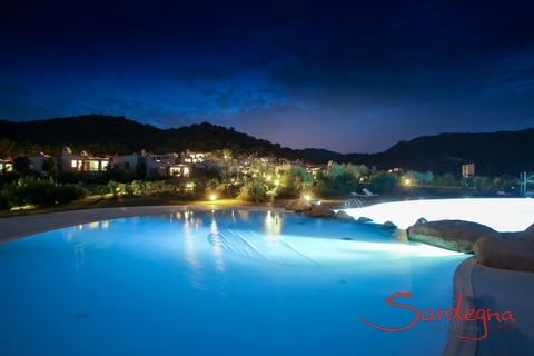 Pool for the guests of Li Conchi by night