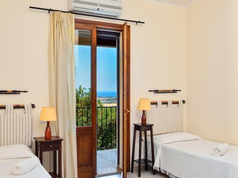 Bedroom 3 with two single beds and a spectacular sea view