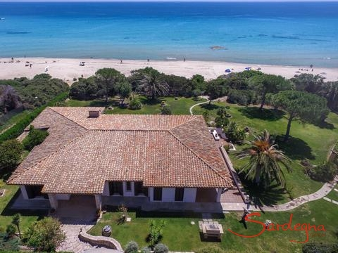 Villa Nautillus, first row to the beach