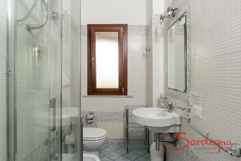 Bathroom 2 with shower and bidet