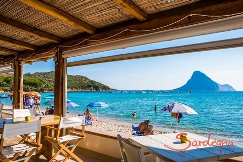 Restaurant La Tavernetta right on the beach of Porto Taverna