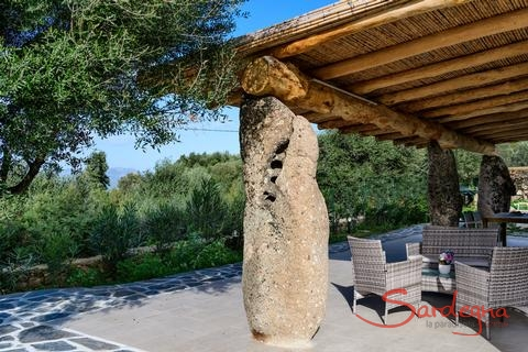 Villa Oleandro | Massive granite block holding the terrace roof