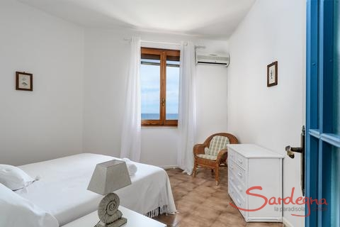 Bedroom 1 with sea view and air conditioning