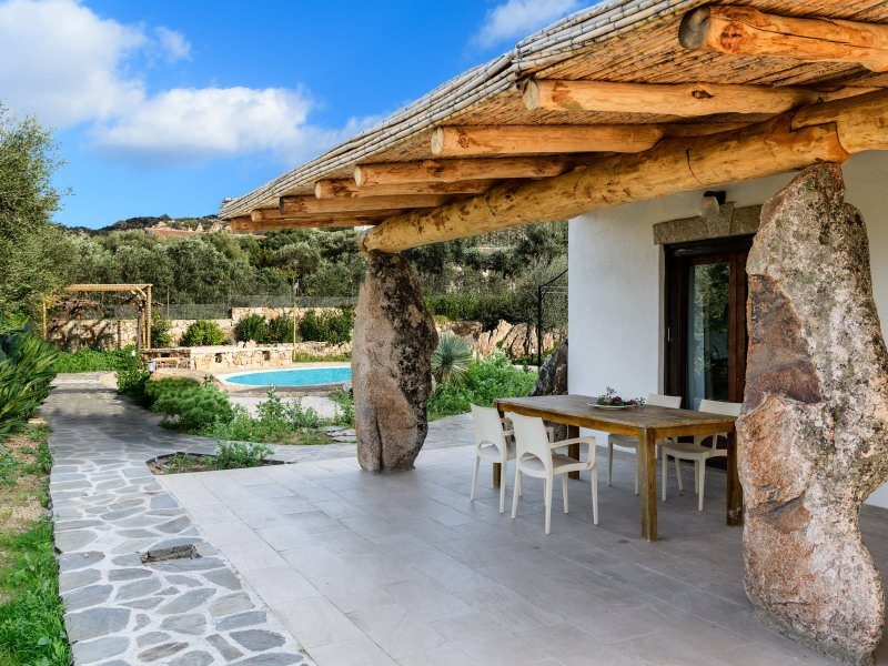 Villa Oleandro | Typical Costa Smeralda style terrace with bamboo roof on granite blocks